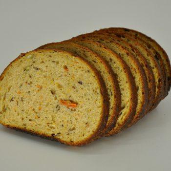 Duona su morkomis ir moliūgų sėklomis 360g.